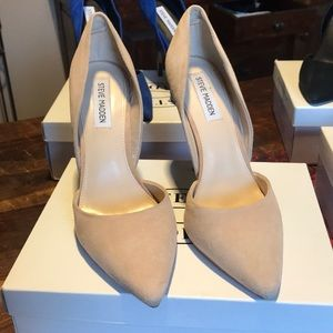 Steve Madden Nude Suede Varcitty Pumps